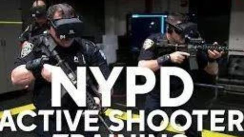 用VR设备进行训练的美国警察丨细细的蓝线