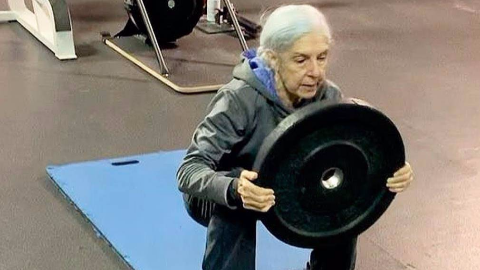 健身永远不怕晚,72岁老奶奶的健身状态让年轻人都汗颜!