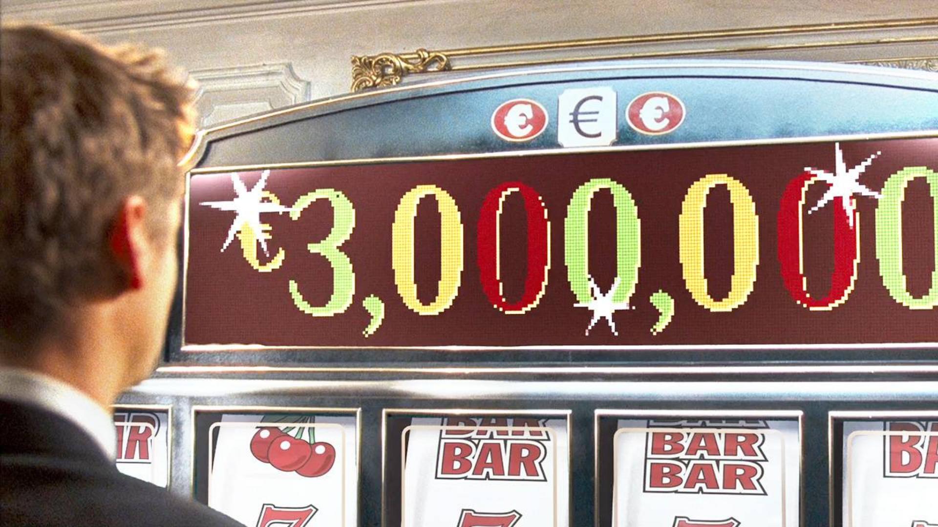 小伙收到一部神奇手机,可以预知未来,一下就在赌场赢了300万欧元!速看科幻电影《夺命手机》