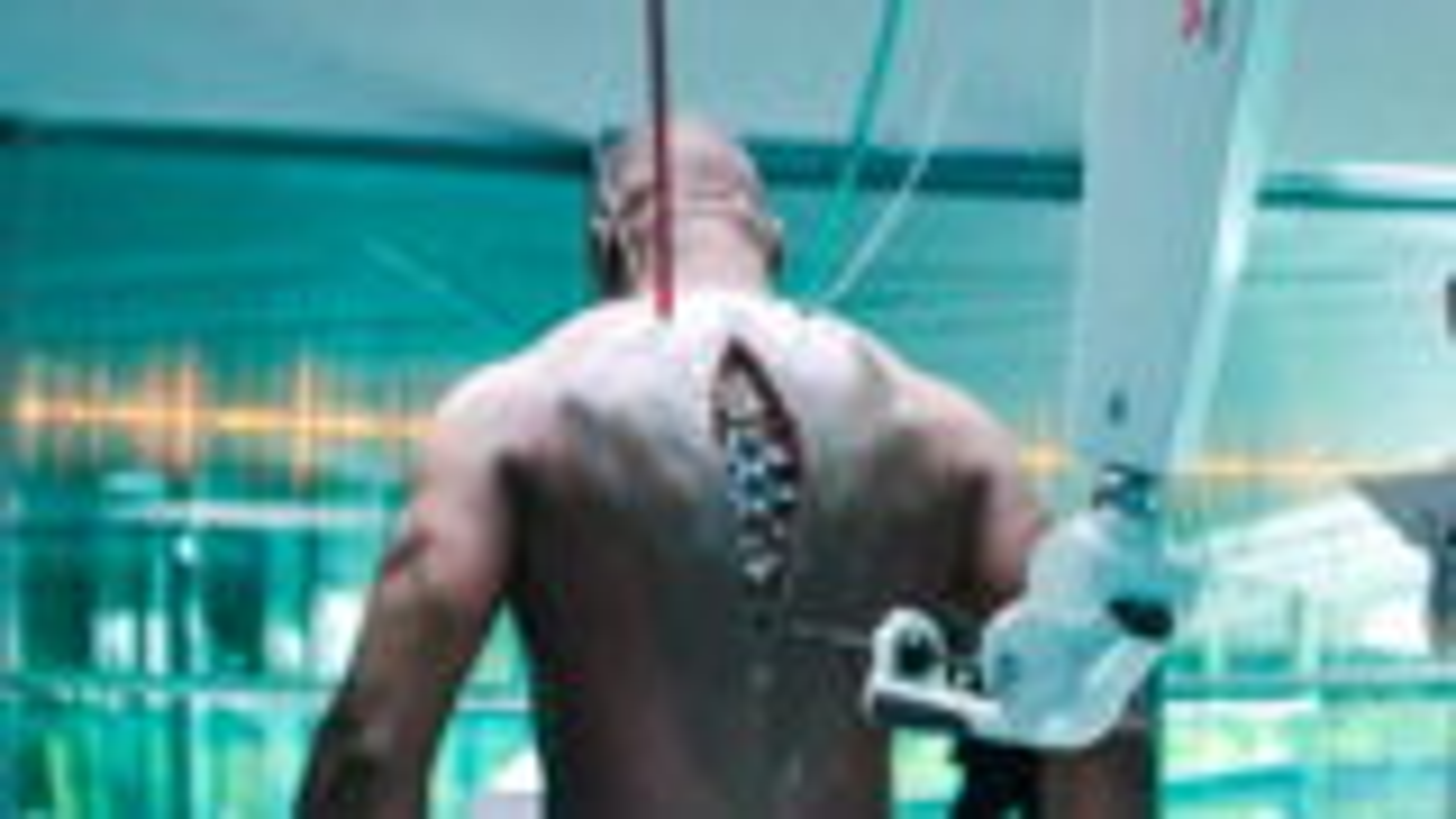 男子是杀手,身体被改造,后背装智能脊椎,成为半机械人