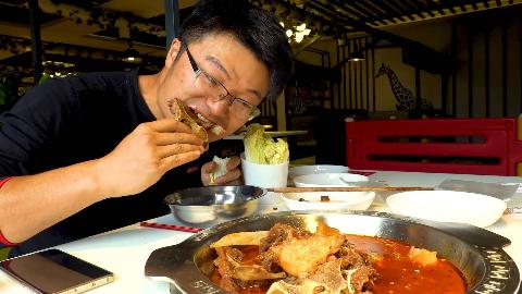 镇上新开牛骨火锅,面条免费吃,大sao点三斤半牛骨,面条吃过瘾