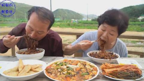 中字:韩国农村一家人,父母今天点外卖,吃中国菜