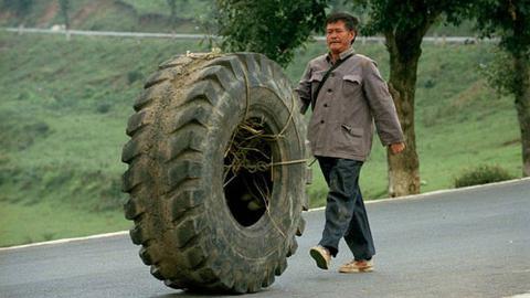 【阿斗】真实故事改编!身无分文却承诺背工友尸体回故乡,农民工的苦看完它你才会懂!