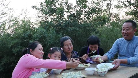 胖妹家包饺子,女儿最馋这馅,鲜嫩多汁,老爸都1口1个,太香了
