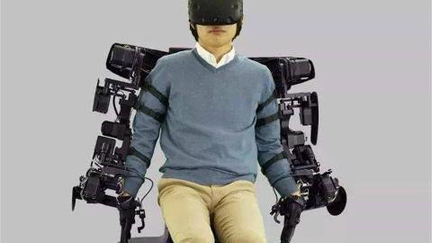 丰田机器人灵活性堪比人类,能单腿站立玩气球,,甚至可以剥鸡蛋