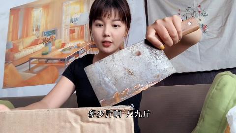 林小妹收到粉丝送的两大箱礼物,还用它们做了冷饮,小妹高兴坏了