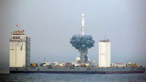 中国海上发射火箭有何意义!换个核弹头就是东风31洲际导弹