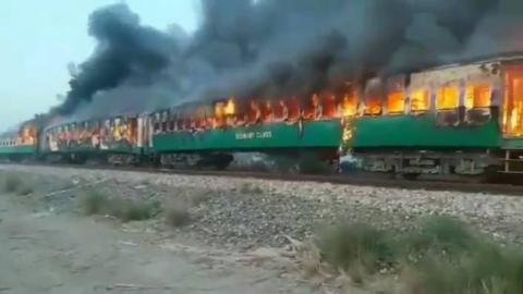 巴基斯坦火车爆炸起火已致46死,车上有人做饭