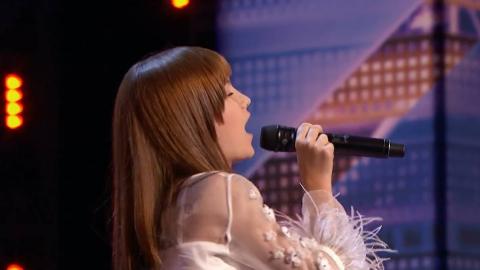 13岁可爱女孩一开口 实力唱功惊呆评委 歌声征服全场观众 【美国达人秀2019】