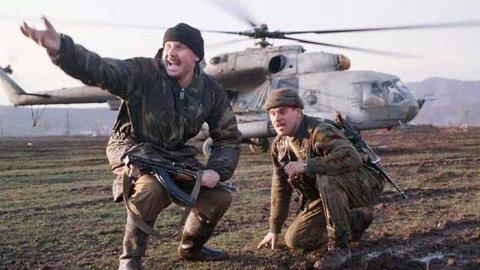 为匪首报仇,1000匪军疯狂围攻俄特种兵,血战8小时仅伤5人