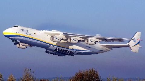 乌克兰顶尖飞机设计师街头惨遭警察殴打,网友:中国欢迎你