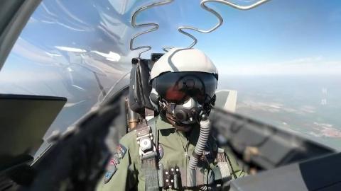 歼-20阅兵训练曾出现失误 最后靠秘密武器解决了