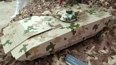 【点兵978】国产武器里的肥宅?中国展示50吨级外贸重型步兵战车