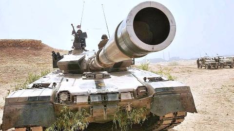 印巴装甲部队上前线!中国MBT-2000迎战印度T-90,印巴或将爆发坦克战?