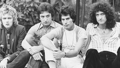 《波西米亚狂想曲》结尾对比原版1985年Live Aid演唱会现场,应该是最完整清晰的版本了