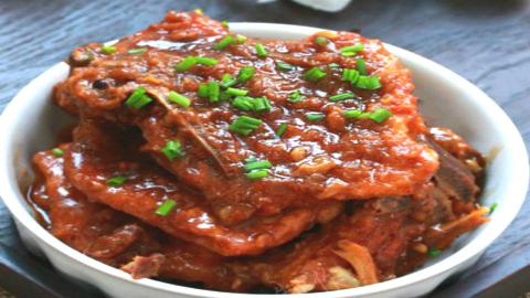 红烧大排好吃有诀窍,处理大排时只要多加一步,大排入味更鲜嫩