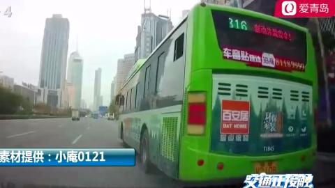 公交车突然打转向灯变道,紧接着又变了回去,后车紧急减速