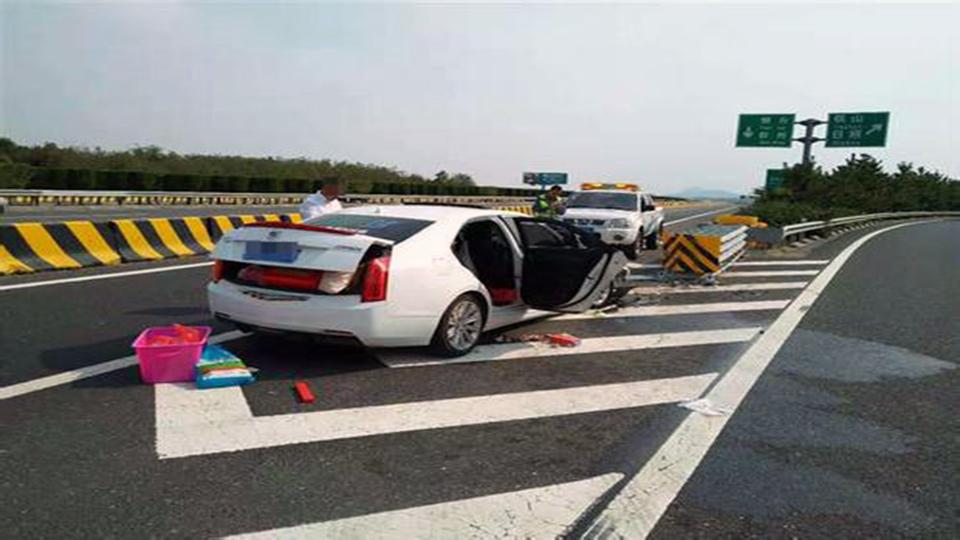 事故警世钟:错过路口你就这么干?害的车主直接撞了上去,大家引以为戒呀457期