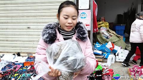 年关将至,海鲜妹赶南方集市,8块钱买一斤海带,你们那多少钱?