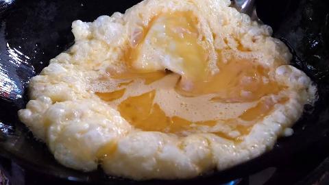 【泰国街头美食】 - 猪肉馅煎蛋