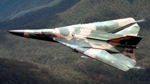 【讲堂498期】美国研发出世界上第一款量产可变后掠翼飞机,创新设计影响了现代战机发展