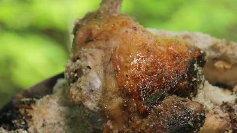 【中字】烤大块盐包羊肉 | 森林厨房