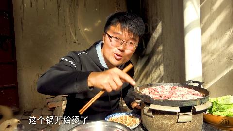 大sao自制铁板烧烤,电饭煲锅胆当煤炉,两斤羊肉开锅,太好使了