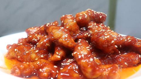 厨师长教糖醋里脊的传统做法,脆皮比例、糖醋汁如何炸制都告诉你