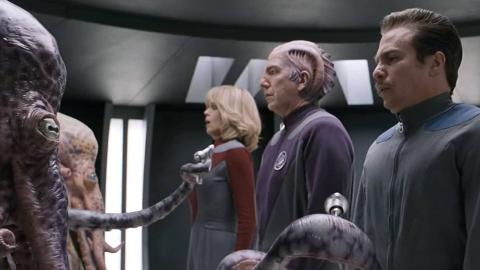 外星人太老实,以为电影里大英雄都是真的,招募演员拯救宇宙!