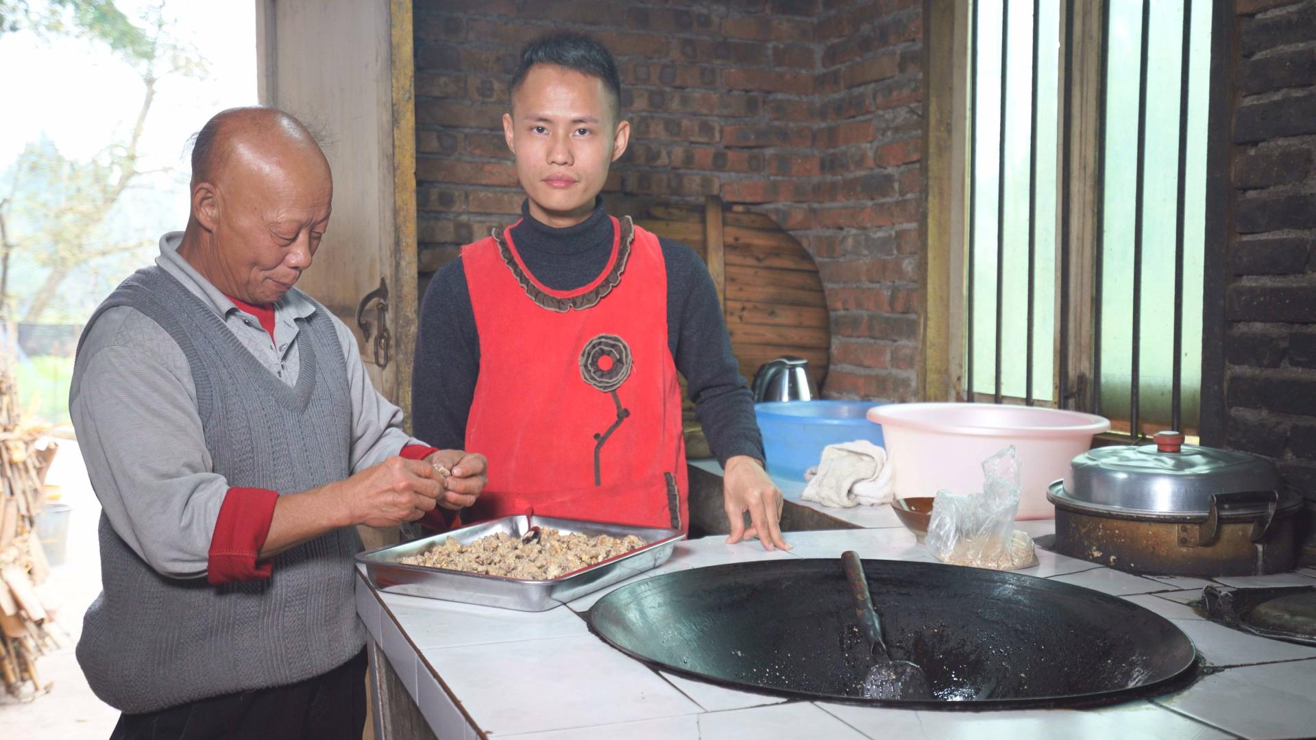 """厨师长教你:""""挂霜核桃""""的家常做法,香甜酥脆又不塞牙"""