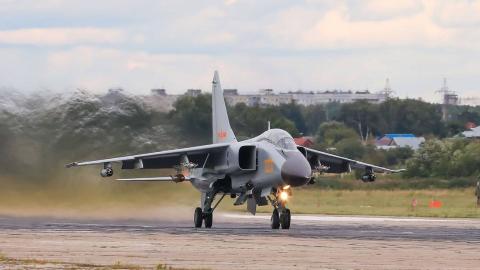 中国歼轰-7AⅡ亮相俄罗斯演习比赛:战胜苏-34,可摧毁S-300