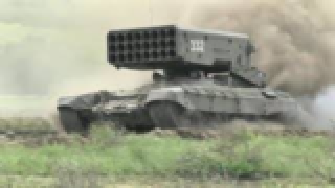 """俄罗斯TOS-1""""布拉提诺""""220mm火箭炮"""