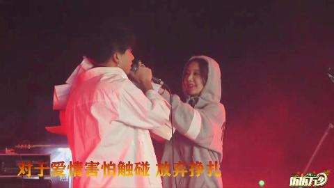 【尧顺宇】历历万乡之麦田大舞台上唱《太阳》(又被强吻了)