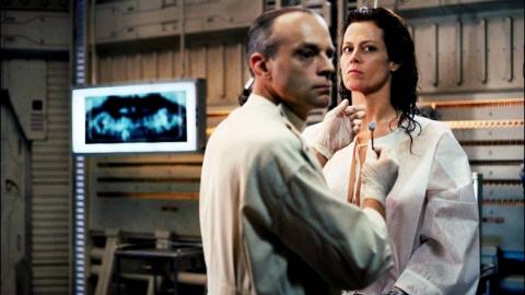 真正的科幻迷不会错过的经典系列电影《异形4》