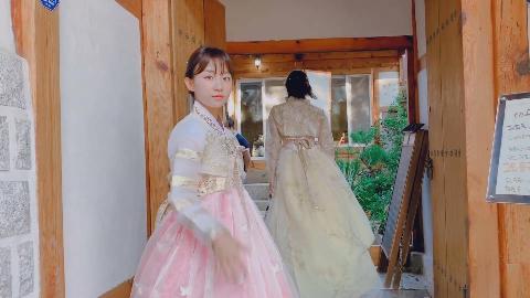 DJ 小姐姐 第一次穿韩服旅游