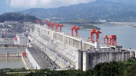 三峡水电站每年能赚多少钱?一年发电1000亿度,盈利或颠覆想象