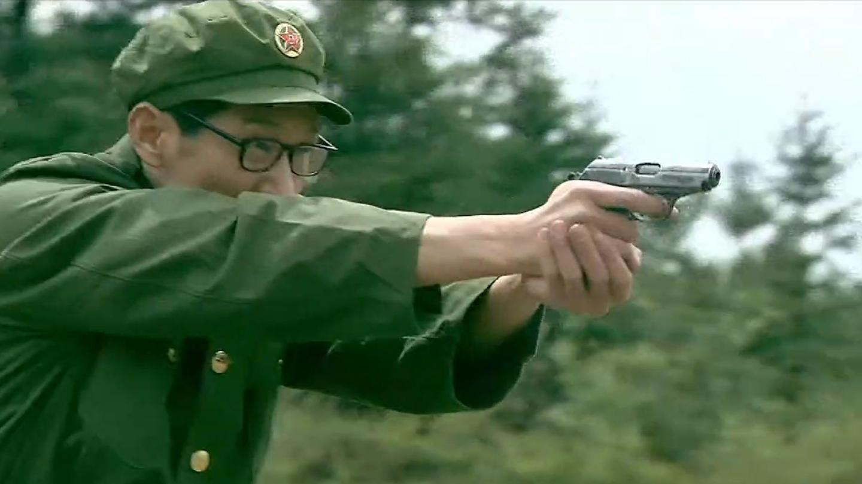 我是特种兵: 文艺兵扮猪吃虎, 胆识过人, 枪法精准, 老兵都佩服!