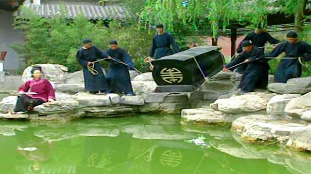 梦断紫禁城: 管家伺候和珅一辈子, 最后被活活塞进棺材, 沉入池塘