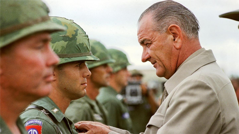 """《越南战争》03: """"自投冥河"""" 1965年美军地面部队正式进驻越南"""