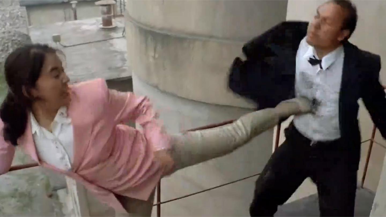 特警雄风: 俩女人遭黑帮追杀, 怎料女人是特警高手, 直接一顿暴打