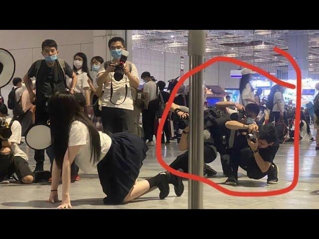 """上海漫展""""jk少女事件"""": 公共場合撅個屁股給人拍照不是什麼好事!"""