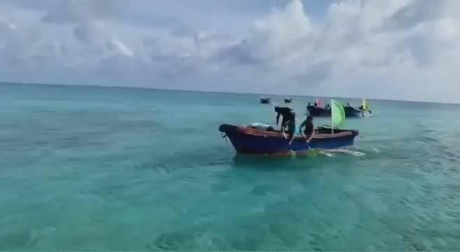来自祖国最南端的海域,渔民他们在赛龙舟...
