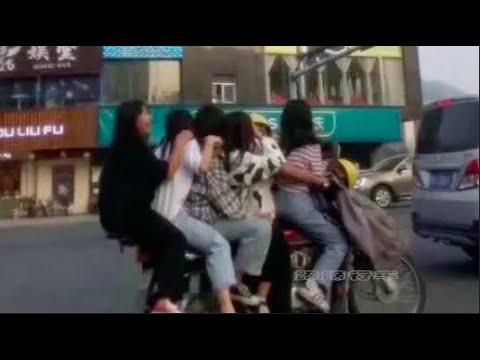 中国交通事故: 电动车超载。overload