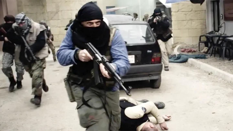 锅盖: 这才叫顶级枪战片, 40名武装分子出击, 美国大使馆瞬间沦陷