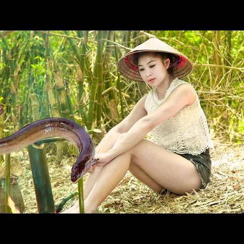 hannah daily life - hannah shows how to make grilled eel in the bamboo tubes - local food