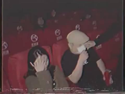 老公在电影院看到老婆和和陌生人...