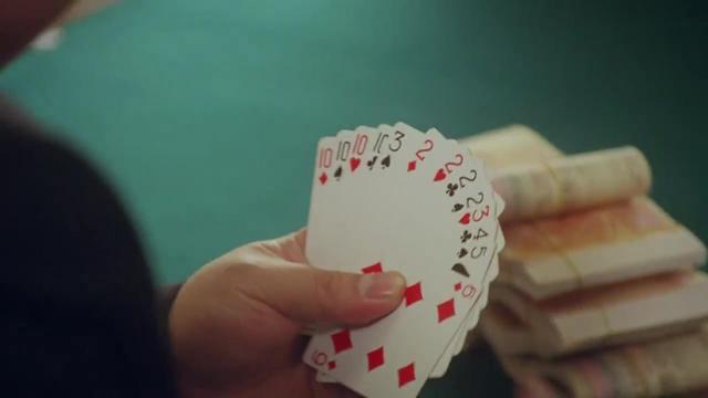 无名小子: 牌王拿一手好牌, 全程嚣张打牌, 三家愣是一张都没得出