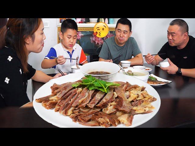 【超小厨】10根羊骨2斤羊腩,大哥来访白切羊肉+羊汤,两兄弟一起贴秋膘,安逸!