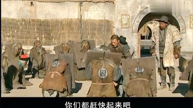几十年前被流放的犯官, 全然不知清朝已经亡了, 还在等皇上的圣旨