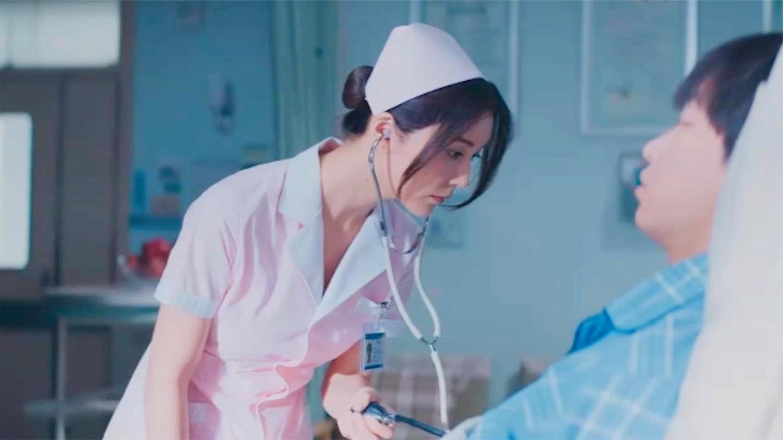 护士爆笑场面, 护士姐姐给小伙量血压, 小伙偷瞄了一眼血压飙升